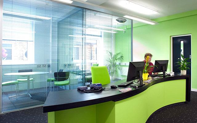 Productos mundial de vidrios for Divisiones de oficina